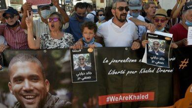 Photo de Algérie: le journaliste Khaled Drareni maintenu en prison, avalanche de protestations