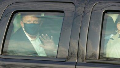 Photo de Trump sort saluer ses partisans et suscite les critiques d'experts médicaux